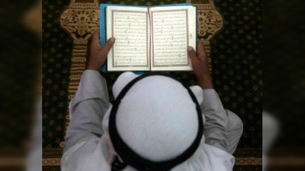Ramadán entre disturbios: ¿A Dios rogando y con el mazo dando?