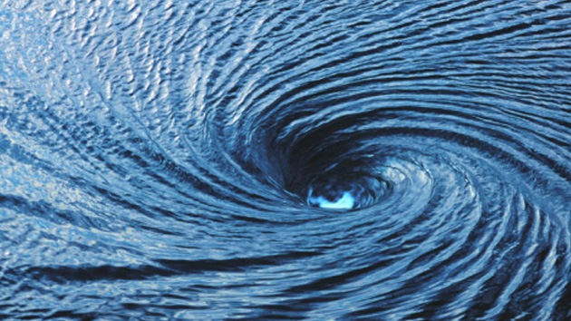 Video: Británico busca fotografiar torbellino acuático desde dentro y muere en el intento