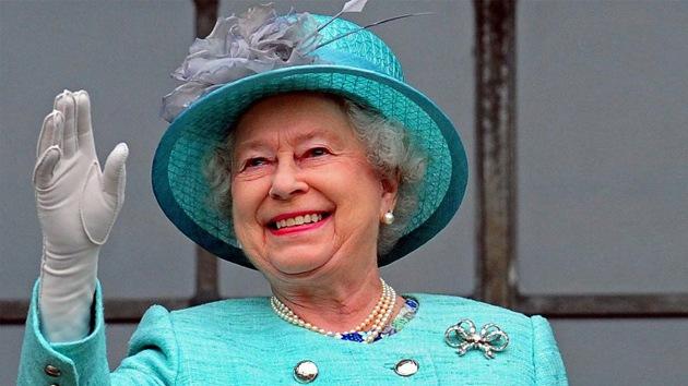 En plena crisis, la reina de Inglaterra podrá gastarse 5,8 millones de euros más