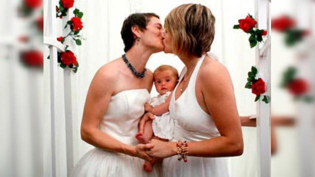 Primera adopción de una pareja gay en México
