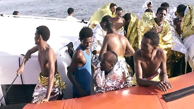Imágenes impactantes: abrazados hasta el fin en las aguas de Lampedusa