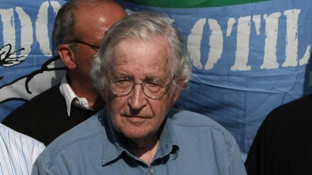 Noam Chomsky se une a la petición de libertad para dos activistas del 15-M