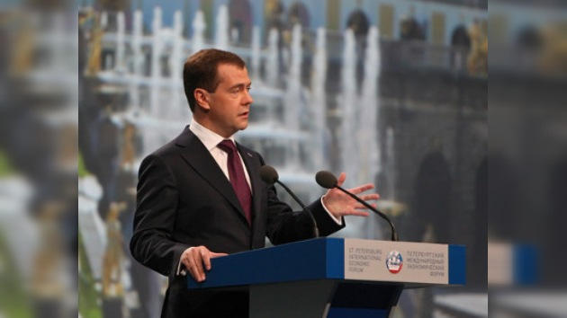 "Medvédev: ""La economía de Rusia aumentó un 4% en cinco meses"""