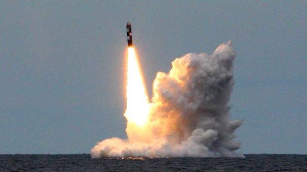 El submarino nuclear ruso Vladímir Monomaj prueba con éxito el misil Bulava