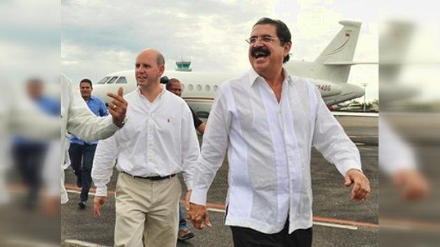 Zelaya vuelve a Honduras para que el país reingrese en la OEA