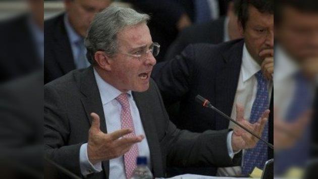 Uribe, acusado de utilizar fondos de EE. UU. para espiar a opositores