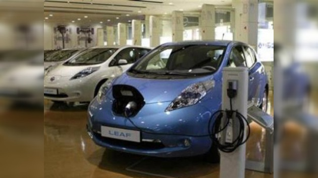 En los EE. UU. Nissan entregó el primer coche eléctrico LEAF
