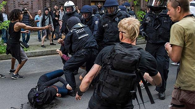 Video: La marcha neonazi 'más corta' se salda con varios heridos en Berlín
