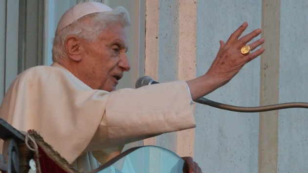 El papa Benedicto XVI apartó del sacerdocio a cerca de 400 sacerdotes por pederastia