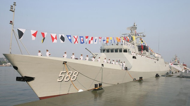 China suelta un 'tigre del mar', la Quanzhou, la primera fragata de cuarta generación