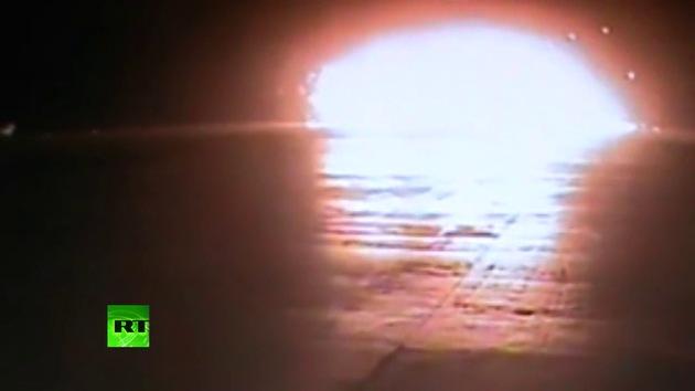 Video: Cámaras de seguridad graban el momento del impacto del avión en Kazán
