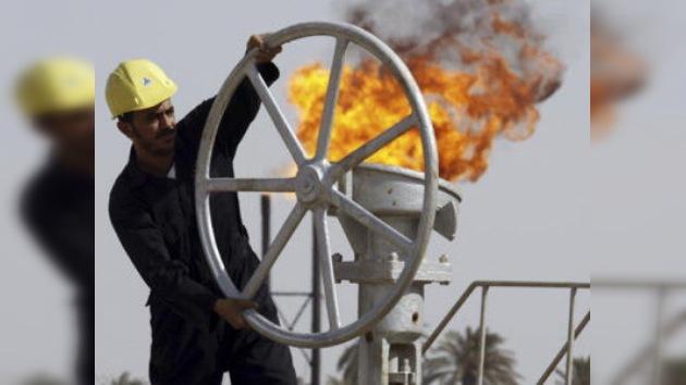 EE. UU. admite que la presión sobre Irán enciende la mecha del barril de crudo