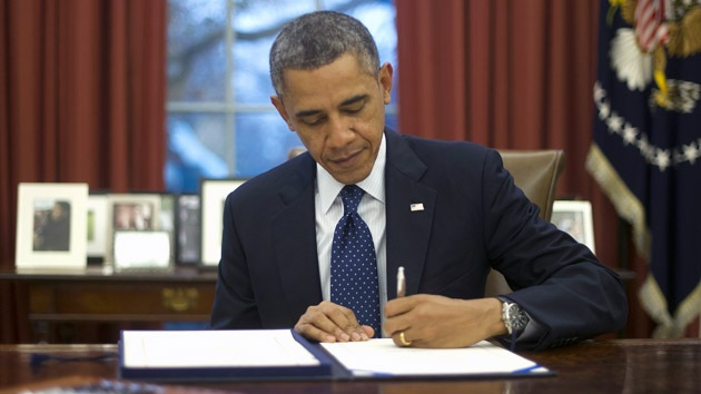 Obama firma la ley de garantías de préstamo para Ucrania