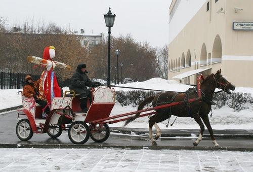 Máslenitsa, la fiesta rusa de primavera, se celebró en la la antigua residencia Kolómenskoe en Moscú