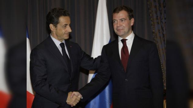 Medvédev trata de convencer a Paris en su propuesta sobre seguridad europea