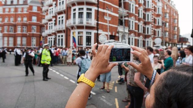 La vigilancia de Assange ya ha costado a los británicos casi un millón y medio de dólares