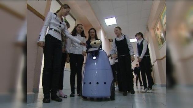 Robot controlado desde hogar permite a niños enfermos sentirse como en clase