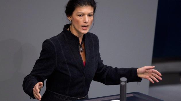 Diputada: Merkel juega con fuego cumpliendo las órdenes de Washington