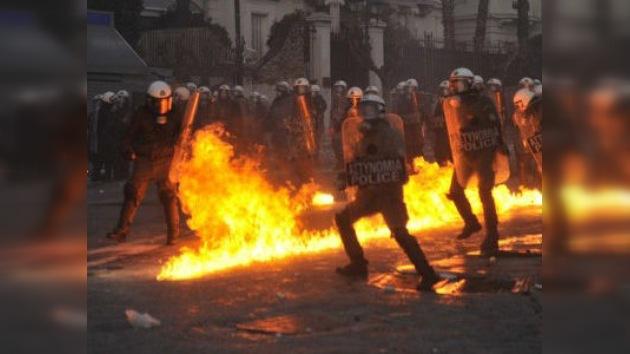 Atenas se manifiesta mientras el Parlamento debate las nuevas medidas de austeridad