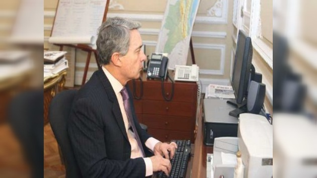 Álvaro Uribe crea su propia cuenta en Twitter para informar al pueblo