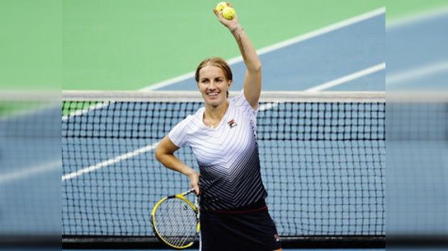 Kuznetsova vence a Llagostera en la primera ronda del torneo de Dubái