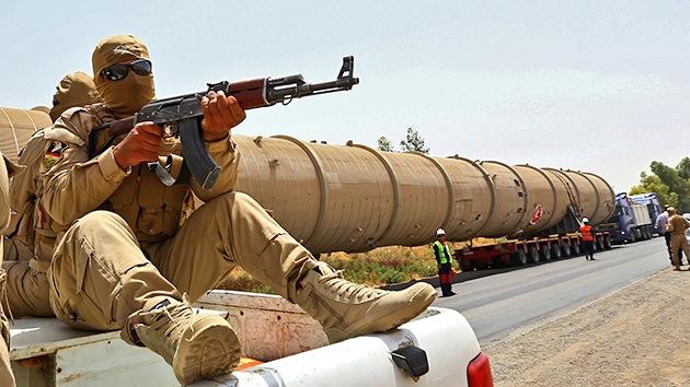 EE.UU. amenaza con sanciones a quienes compren petróleo al Estado Islámico