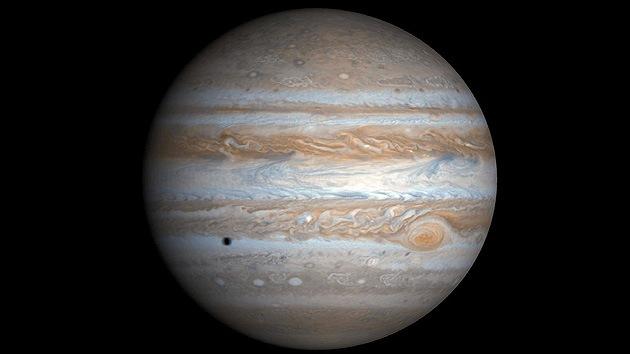 La Tierra le debe la vida a Júpiter: El gigante gaseoso pudo alterar nuestro clima para bien