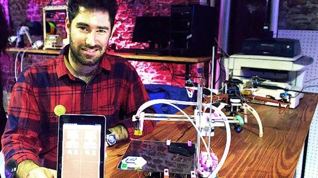 RT entrevista al creador uruguayo de una impresora 3D que 'se clona' a sí misma