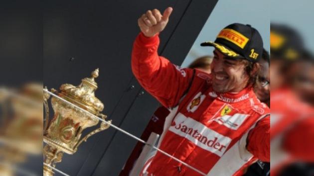 Alonso bate a los Red Bull y se lleva el GP de Gran Bretaña