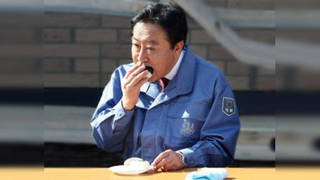 El primer ministro nipón se atreve con el arroz de Fukushima