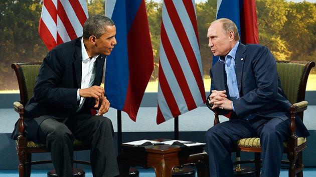 Putin y Obama ordenan al FSB y al FBI que mantengan contacto para resolver el caso de Snowden