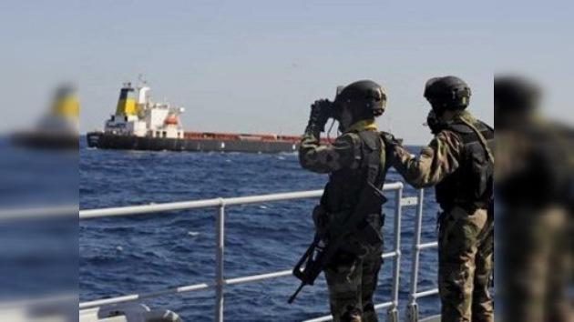 Piratas somalíes podrían utilizar el Asian Glory como base de operaciones