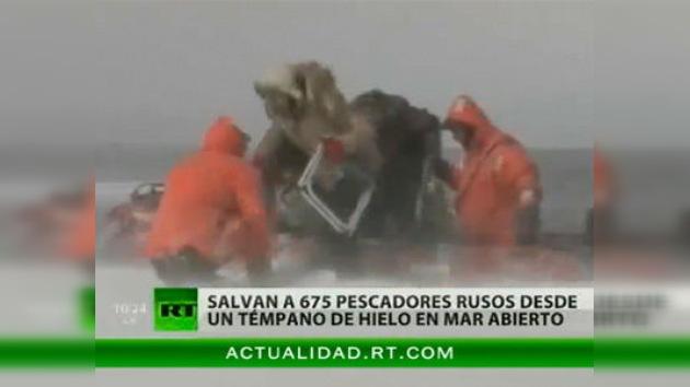 Unos 700 pescadores en Sajalín, a la deriva en medio del hielo (vídeo)