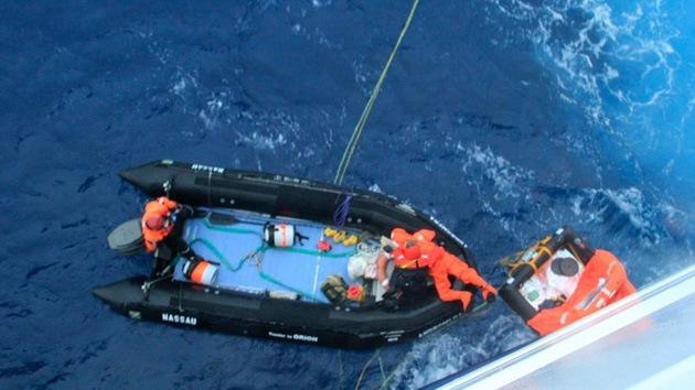 Milagroso rescate del regatista que pasó tres días en un bote salvavidas en la Antártida