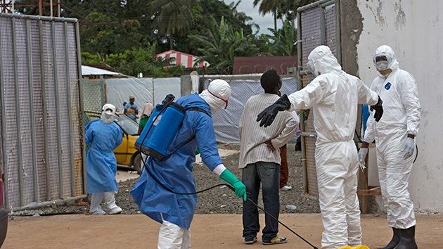 """""""La costumbre de besar a los muertos no ayuda a controlar el ébola en África"""""""