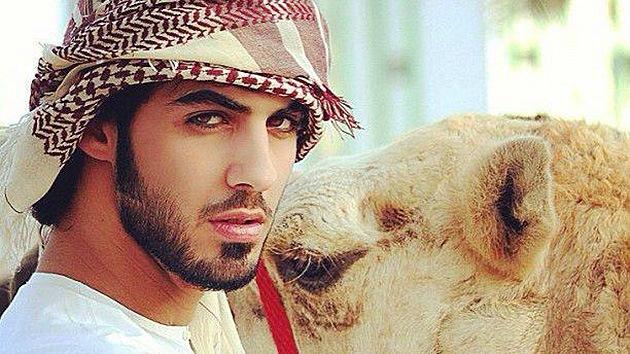 """Conozcan el hombre deportado de Arabia Saudita """"por ser guapo"""""""