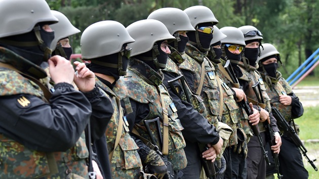 """Militares ucranianos abandonan sus unidades: """"No lucharemos contra el pueblo"""""""