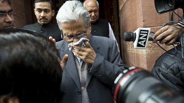 India: Un diputado usa gas pimienta en el Parlamento y causa el caos