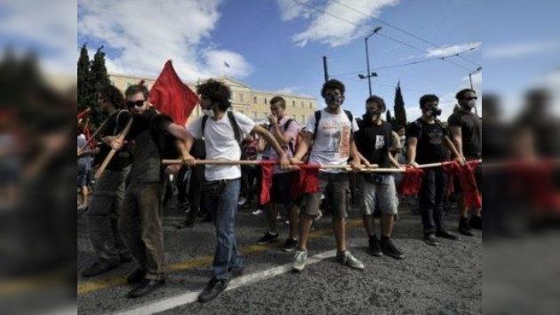 Estudiantes griegos toman una cadena pública de televisión