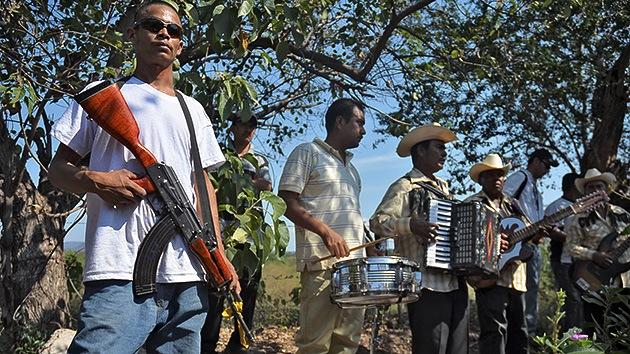 Tregua sin desarme en Michoacán entre las autodefensas y las fuerzas federales