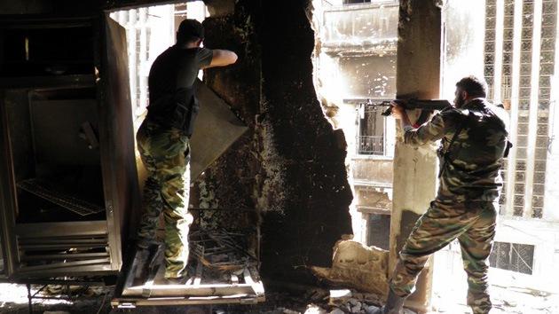 Rebeldes sirios toman el control de una base aérea con misiles en Homs