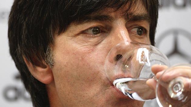 """Euro 2012: """"Beban, fumen y véanse con mujeres"""""""