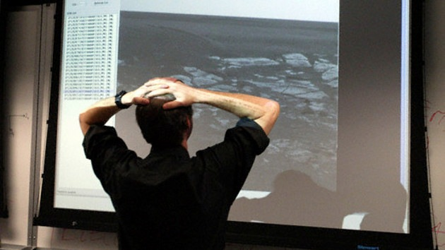 """Astrónomos: La enigmática roca al lado del Opportunity es """"irregular"""" para Marte"""