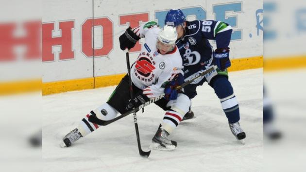 El Avangard sorprende en Moscú al Dinamo y se afianza en la liga de hockey