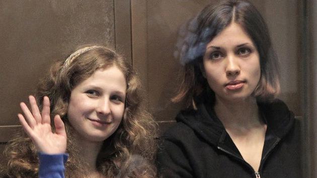 Liberan a Tolokónnikova y Aliójina, las últimas integrantes de Pussy Riot en prisión