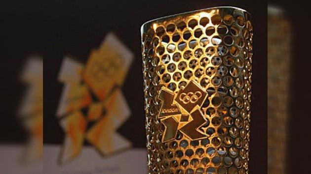Presentan la antorcha olímpica de Londres 2012