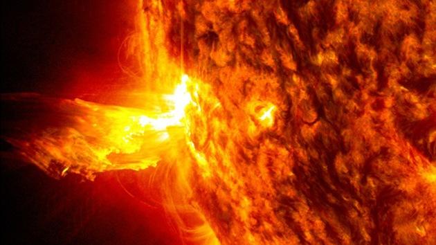Detectan indicios de materia oscura procedente del núcleo del Sol