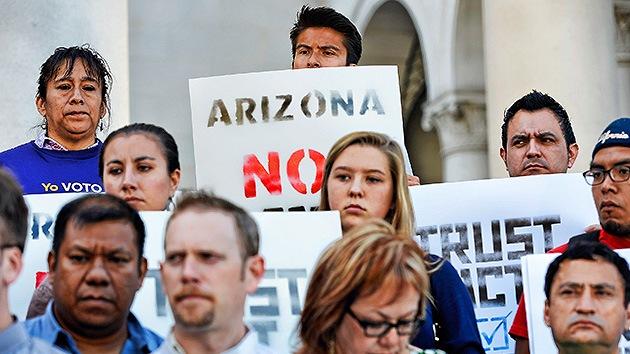 Senado de California apoya a los inmigrantes y aprueba proyecto 'antiArizona'