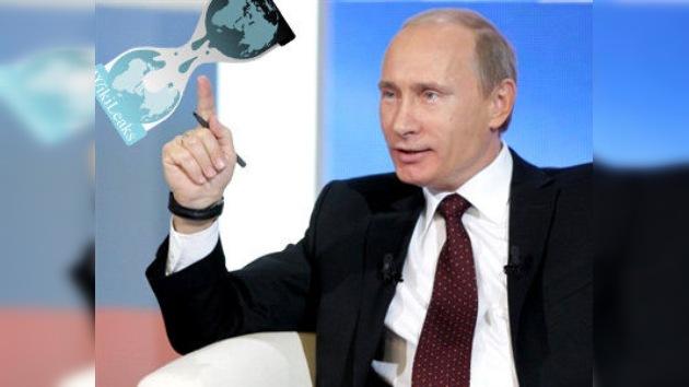 Putin cuestiona la 'democracia' que metió preso a Julian Assange