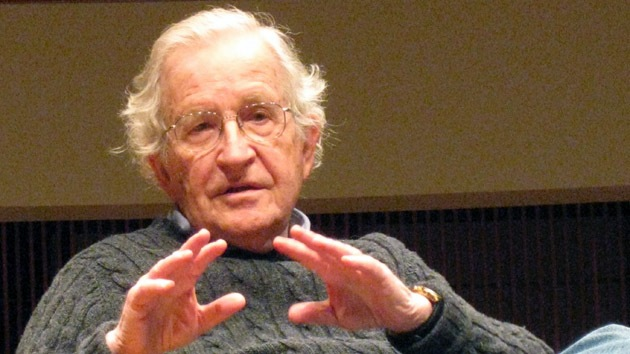 """Chomsky: EE.UU. es un ejemplo de una sociedad de """"enorme exterminio"""""""